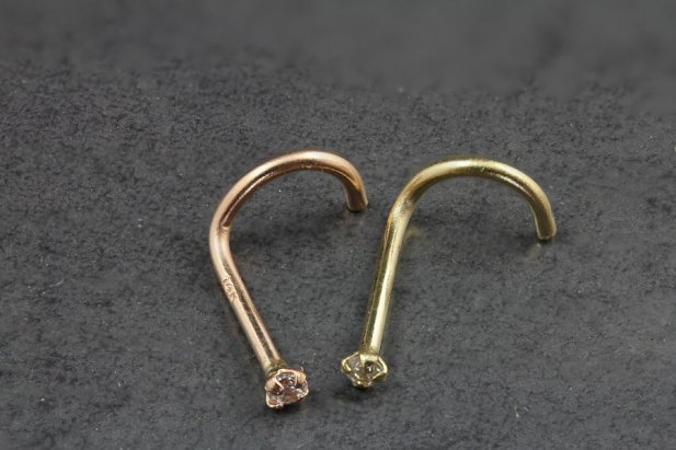 14kt Gold and Diamond Nose Screw