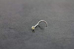14kt White Gold 2mm Peridot Nose Screw