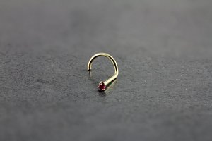 14kt Yellow Gold 1.5mm Ruby Nose Screw