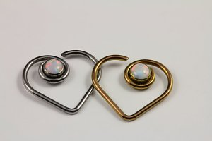 16 & 18g Niobium Heart with Opal