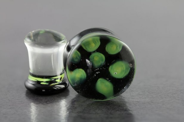 Image of Green Dots Glass Plug body piercing jewellery NZ