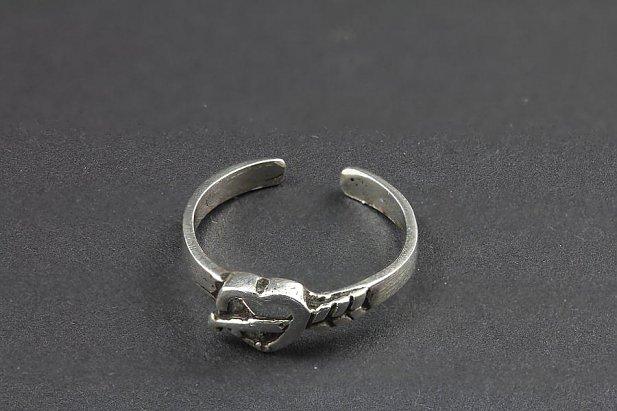 Bow and Arrow Heart Toe Ring