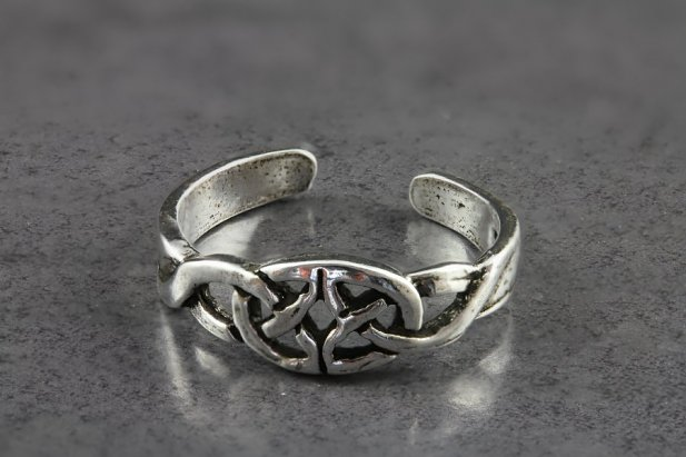 Celtic Buckle Toe Ring