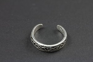 Celtic Engrave Knotted Toe Ring