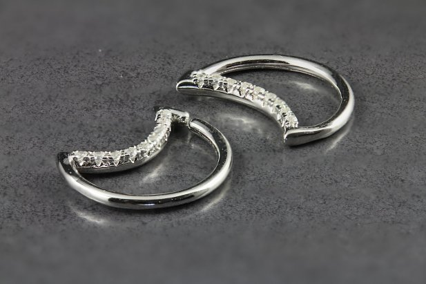 Crescent Moon with Crystals Seamless Ring