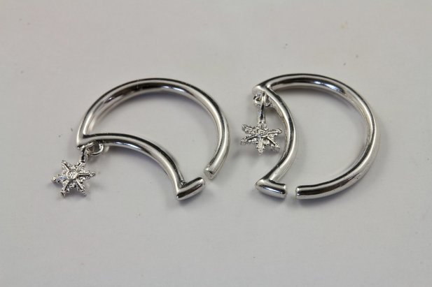 Crescent Seamless Ring with Snowflake Dangle