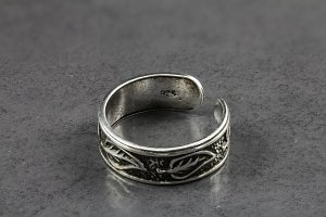 Detailed Engraved Leaf Toe Ring