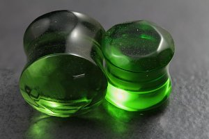 Double Faceted Green Glass Plug