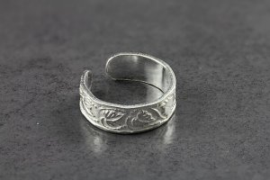 Embossed Leaf Toe Ring