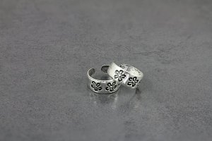 Flower Engraved Toe Ring
