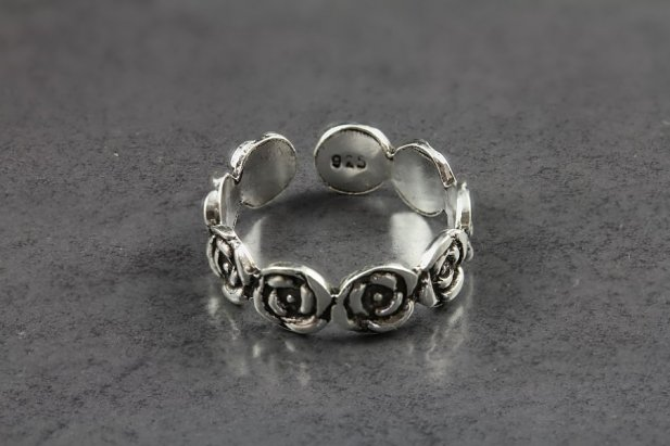 Garden Rose Toe Ring