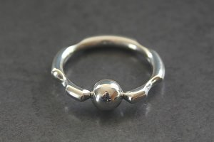 Knotched Cut Captive Ring