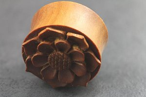 Sawo Wood Carved Flower Plugs