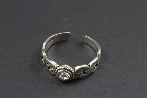 Single Jeweled Silver Toe Ring