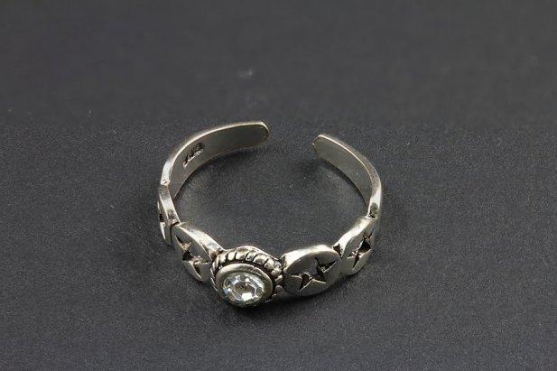 Single Jeweled Silver Toe Ring